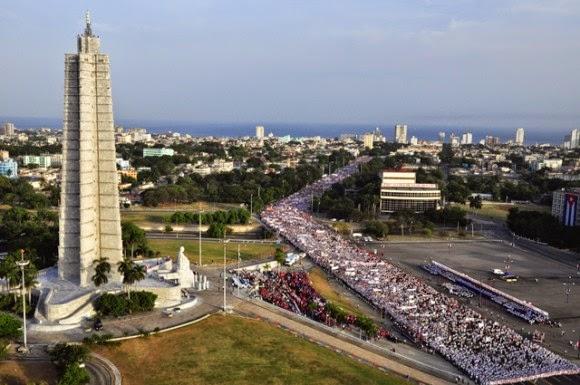 Multitudinarioi-desfile-de-este-1-de-Mayo.-Foto.-Roberto-Garaicoa-Martinez.-580x385