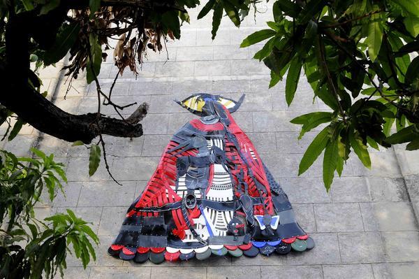 La Virgen de La Fábrica,  obra del artista cubano Moisés Finalé , en la fachada  de La Fábrica de Arte, en La Habana, Cuba, el 29 de mayo de 2014. AIN FOTO/Roberto MOREJÓN RODRÍGUEZ/rcc