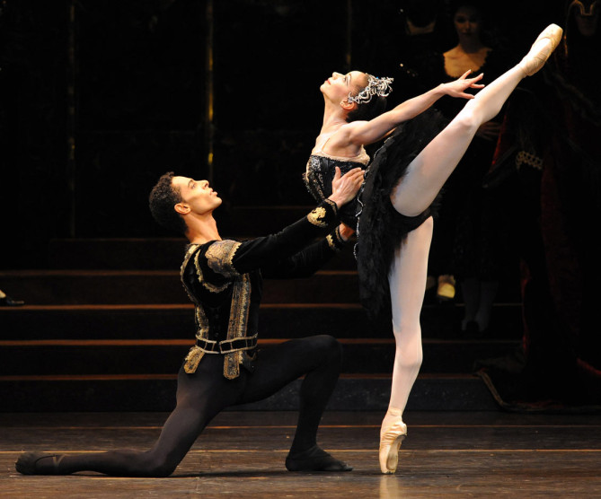 swan lake birmingham royal ballet