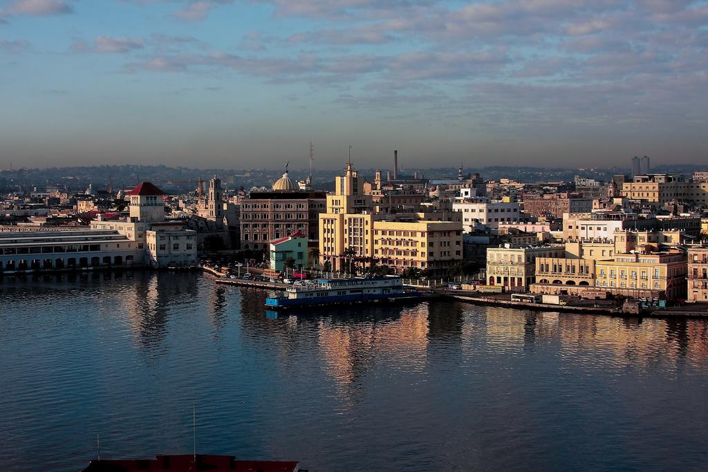 Bahía de La Habana,barreras flotantes,Saneamiento