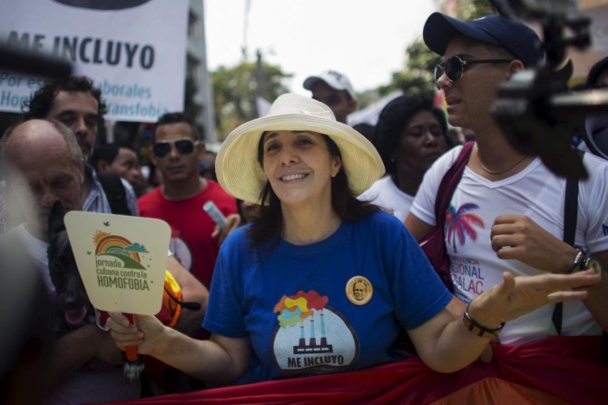 Mariela Castro (C), sexologist, National Assembly member and daughter of Cuba's President Raul Castro, marches during the Eighth Annual March against Homophobia and Transphobia in Havana, May 9, 2015. More than 1,000 gay, lesbian and transgender Cubans marched through Havana on Saturday, proudly displaying their truest selves for a day in a society where they still endure discrimination. REUTERS/Alexandre Meneghini