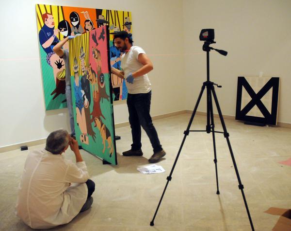 Preparativos de la exposición ¨Wild Noise¨, de la colección del  Museo del Bronx, que estará abierta al público el próximo día 21 en el Museo Nacional de Bellas Artes, en La Habana, Cuba, el 14 de mayo de 2015. AIN FOTO/Abel PADRÓN PADILLA