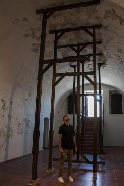 Instalación FAIYH del artista cubano de la plástica Ivan Capote, durante la inauguración de Zona Franca, espacio colateral de la XXII Bienal de La Habana, en la  fortaleza San Pedro de la Cabaña, Cuba, el 21 de mayo de 2015. AIN FOTO/Abel ERNESTO