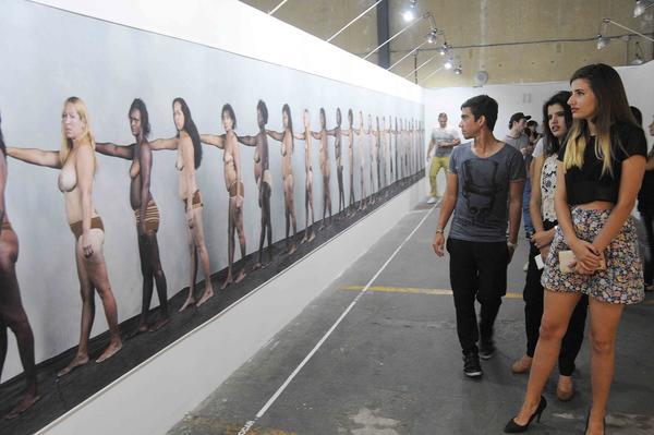 """Muestra colectiva fotográfica """"Nadie sabe lo que puede un cuerpo"""", en la  Fototeca (Nave 2) , en la Fábrica de Arte Cubano, en La Habana,  Cuba, el 22 de marzo de 2015.    AIN  FOTO/ Roberto  MOREJÓN RODRÍGUEZ/ rrcc"""