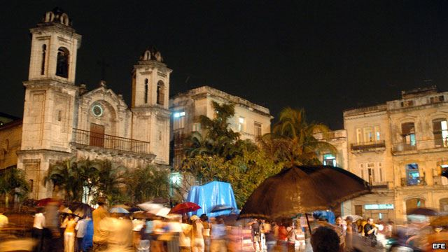havana-live-Católicos y santeros cubanos honran a la Virgen a la espera del Papa