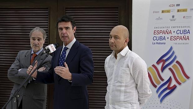El ministro de Industria, José Manuel Soria, y el secretario de Estado de Comercio, Jaime García-Legaz, en su última visita a La Habana en noviembre - REUTERS
