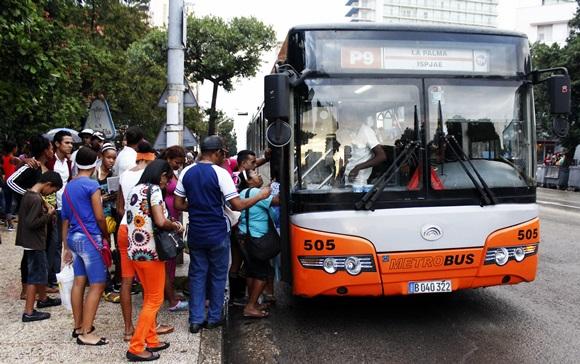 El transporte público de La Habana en julio y agosto es un calvario, reconoce la prensa