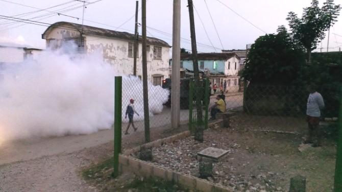 carro-militar-fumigando-2