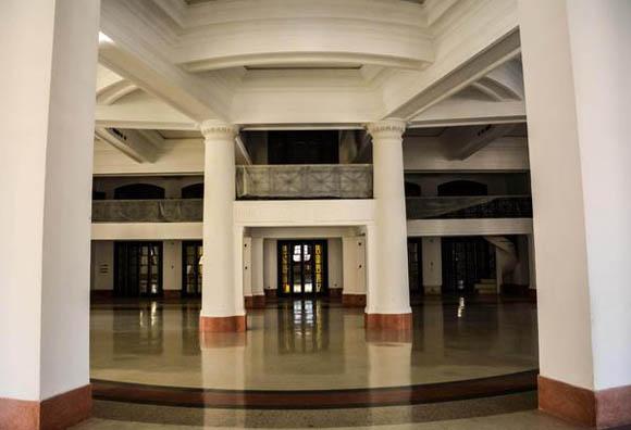 Las áreas reparadas del Capitolio Naciona le devuelven a la instalación la condición de uno de los iconos arquitectónicos de La Habana, Cuba, 17 de marzo de 2016. ACN FOTO/Abel PADRÓN PADILLA/sdl