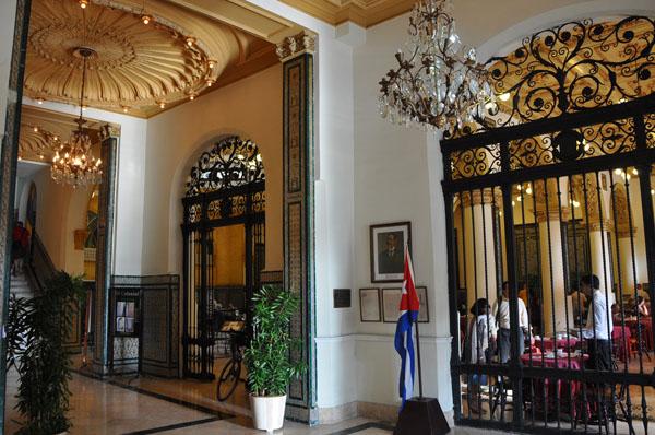 havana-live-interior-hotel-inglaterra