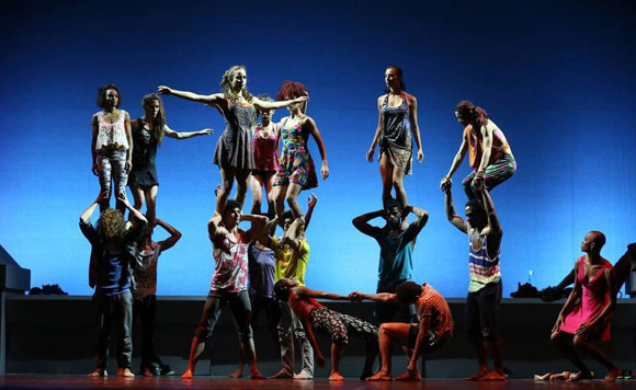 Acosta-Danza-interpreta-De-punta-a-cabo.-Foto-Alejandro-Ernesto-EFE.