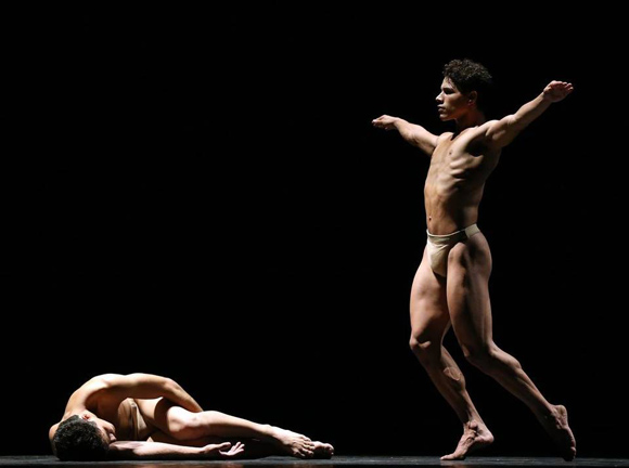 Acosta-Danza-interpreta-El-cruce-sobre-el-Niágara
