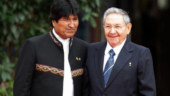 Morales-Habana-Raul-Castro-condecorado_918518242_11386386_667x375