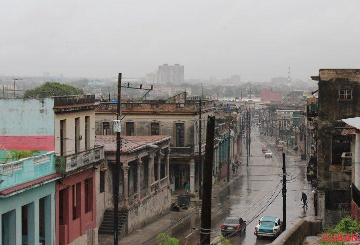 El-cielo-de-Cuba-se-torno-gris-por-estos-dias-lluvia-tormenta-Colin-722x493