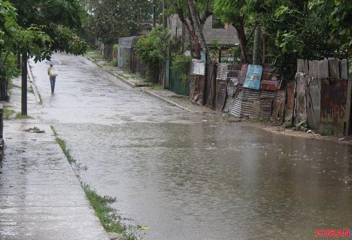 En-algunas-zonas-bajas-las-calles-se-vieron-inundadas-lluvia-tormenta-Colin-722x493