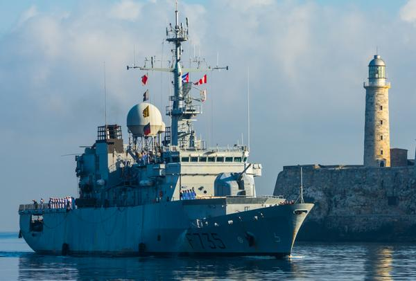 Arriba al puerto de La Habana la Fragata de Vigilancia F-735 Germinal, de la marina nacional de Francia, en visita amistosa, el 12 de junio de 2016. ACN FOTO/Marcelino VAZQUEZ HERNANDEZ/rrcc