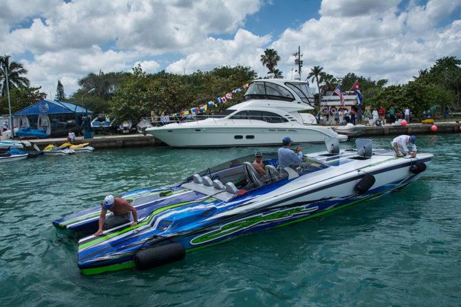Llega a la Marina Hemingway Flotilla del primer rally de lanchas rápidas de la Florida a Cuba, acontecimiento organizado por el  Club Florida Powerboat Club y el Club Nauticoi Internacional Hemingway de Cuba, el 17 de mayo de 2016.  ACN FOTO/Marcelino VAZQUEZ HERNANDEZ/rrcc