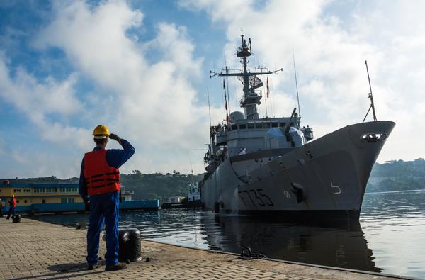 Atraque en el puerto de La Habana, la Fragata de Vigilancia F-735 Germinal, de la marina nacional de Francia, la cual viene en visita amistosa, el 12 de junio de 2016. ACN FOTO/Marcelino VAZQUEZ HERNANDEZ/rrcc