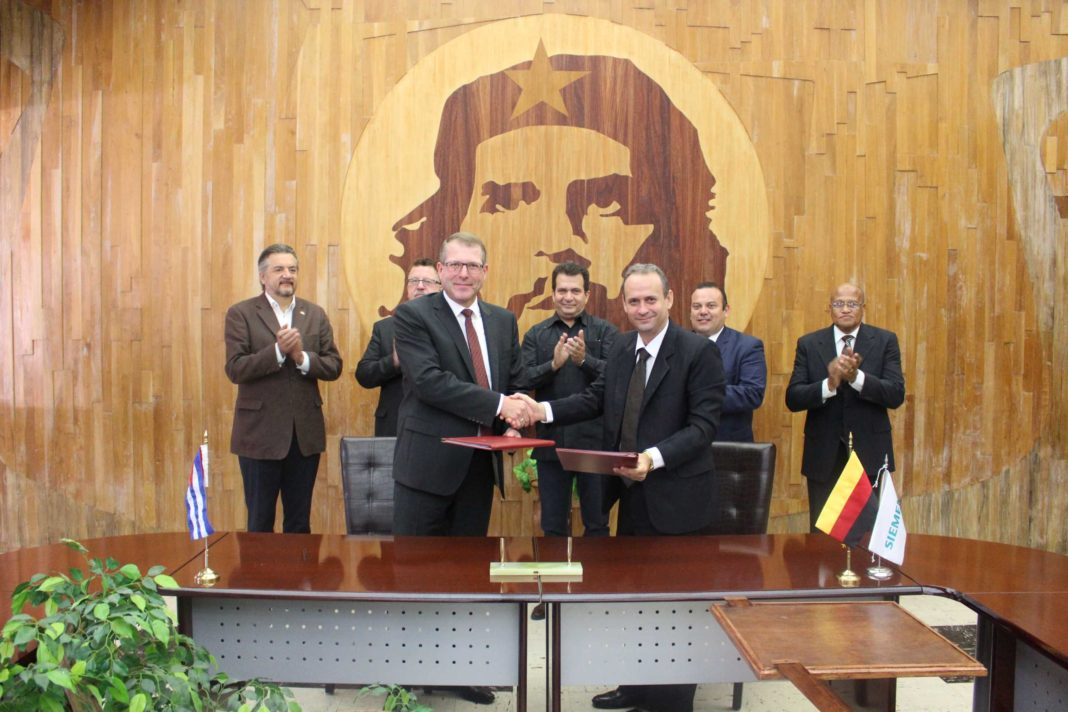 havana-live-Siemens-y-UNE-firman-en-Cuba-un-acuerdo-de-cooperación-energética.-1068x712