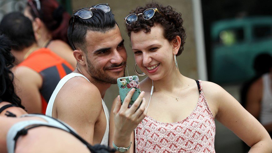 jovenes_tecnologia_celular_redes