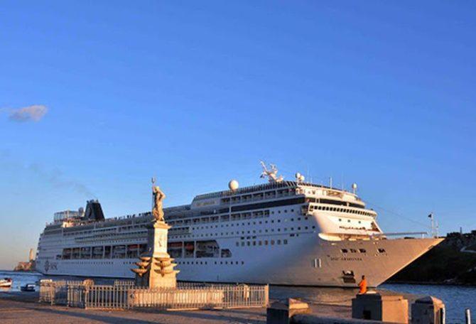 Los cruceros traen muchos turistas pero poco dinero a las calles de La Habana