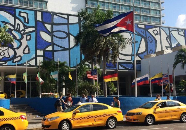 Hotel Habana Libre, uno de los sitios donde se reúnen los fanáticos a ver los partidos (Foto: Augusto C. San Martín)