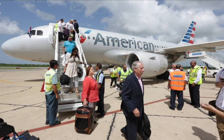american-airlines-lands-in-cienfuegos-cuba-00_00_37_09-still001