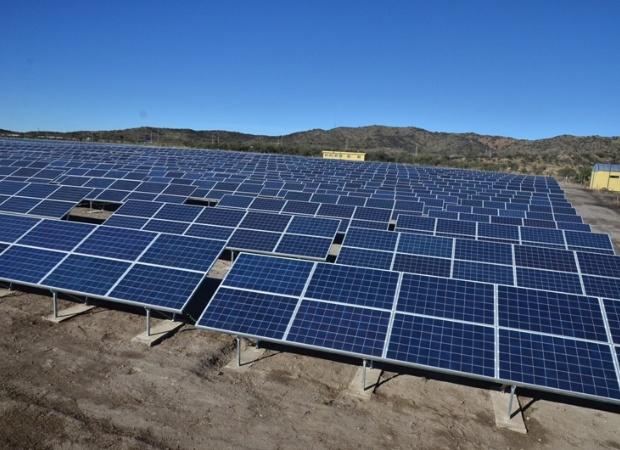 Granma inaugura tres parques solares