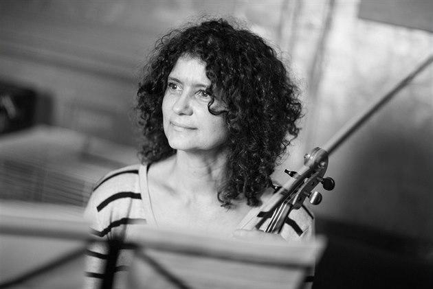Violinista checa Iva Bittová ofrecerá un concierto en La Habana