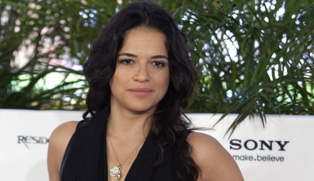 La actriz Michelle Rodríguez de paseo por La Habana: 'Esto es Cuba'