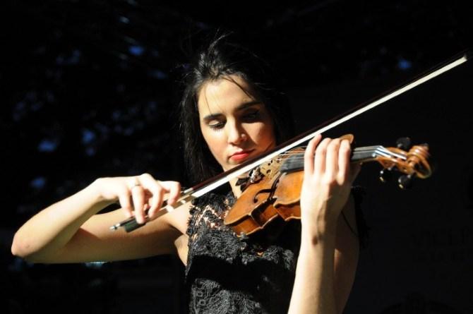 Ovacionan a Aisha en su debut en La Habana