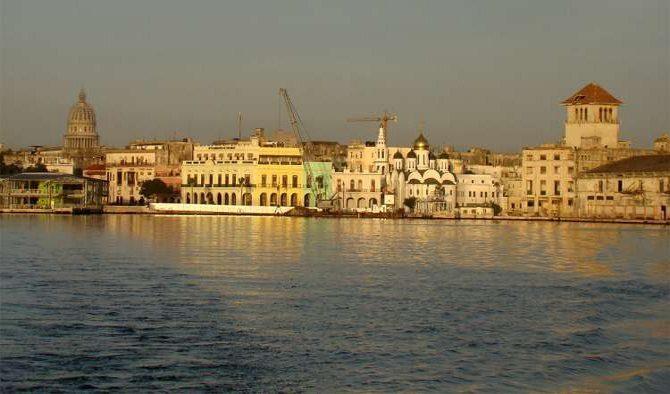 Buzos cubanos unen fuerzas para limpiar la Bahía de La Habana