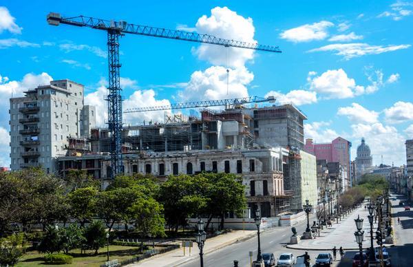 La Habana,Paseo del Prado,Packard,hotel de lujo,Bouygues, Almest,