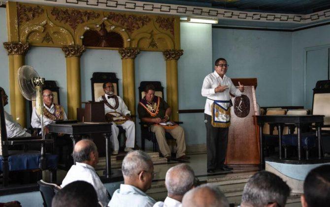 La nueva vida de la masonería cubana, superviviente en la revolución