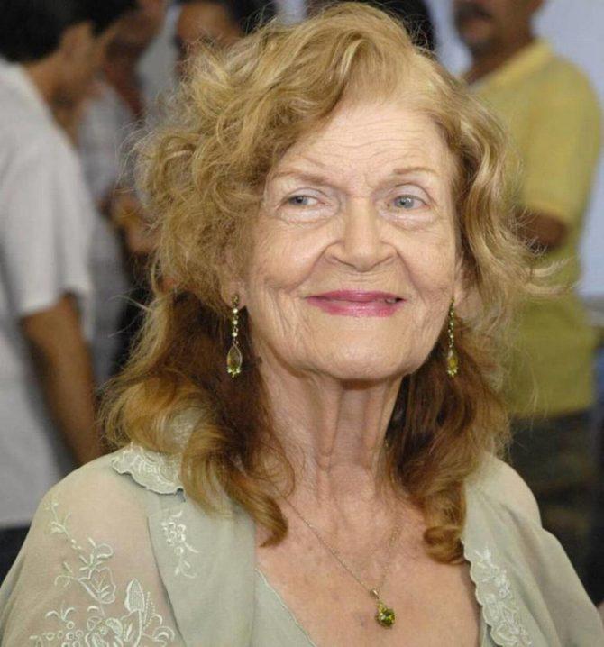 Poetisa Carilda Oliver recibe la más alta orden cultural de Cuba