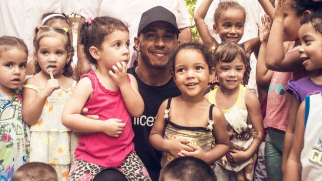 Lewis Hamilton visita Cuba como embajador de la Unicef