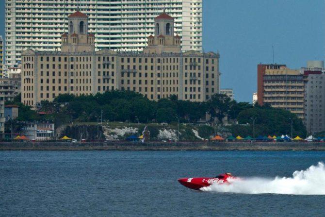 Implantan récord de velocidad en travesía de Cayo Hueso a La Habana