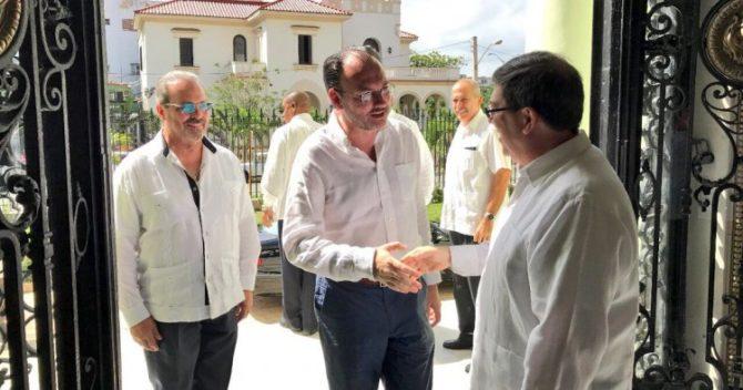 México suprimirá visas para pasaportes oficiales de Cuba