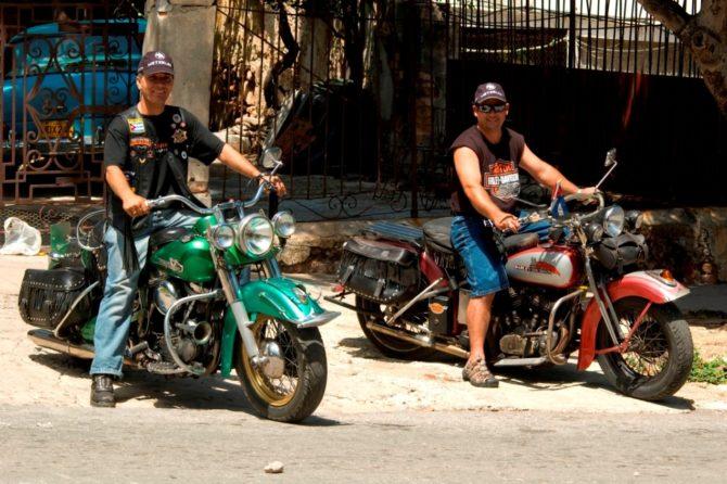 El arte de reinventarse en Cuba con las motos Harley Davidson