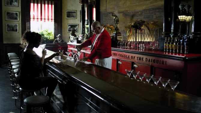 El Floridita, cuna del daiquiri y parroquia de Hemingway, cumple dos siglos