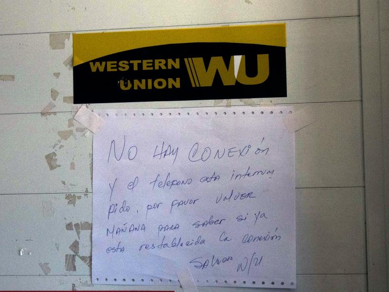 Congestionadas las western union de la habana tras el paso for Oficina western union sevilla