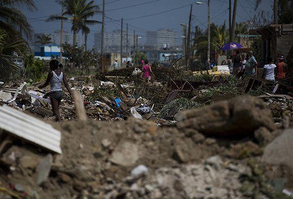 El pueblo de Cojímar se recupera de los destrozos de Irma