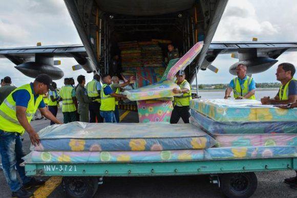 Llega a Cuba avión con ayuda humanitaria de Ecuador