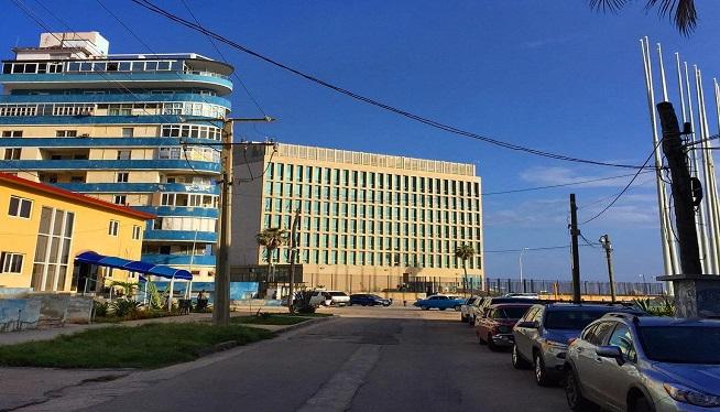 EEUU dice que continuará operando embajada en La Habana con mínimo de personal