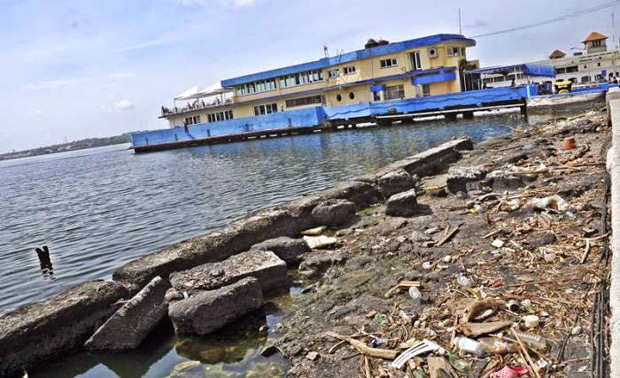 El Gobierno quiere frenar los vertidos industriales en la bahía de La Habana