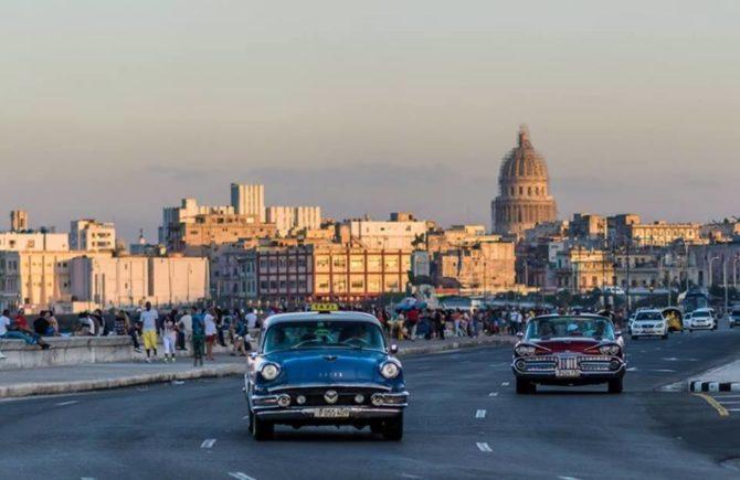 La Habana reabre el Malecón tras reparar daños de Irma