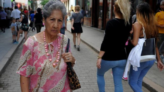 La moda cubana saca la nariz del agua