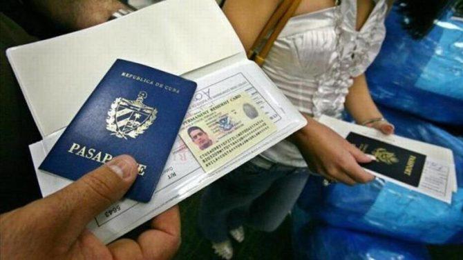 Cuba anuncia nuevas regulaciones migratorias que terminarán con la 'habilitación' del pasaporte