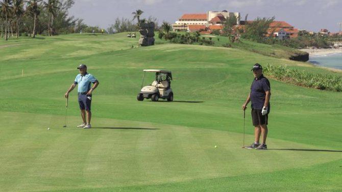 Embajada de España en La Habana organiza torneo del golf para celebrar El Día de la Hispanidad