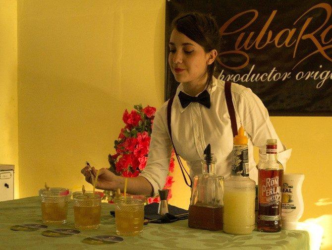 Jóvenes talentos ganan concurso femenino de coctelería